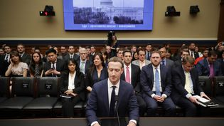 Le PDG et fondateur de Facebook, Mark Zuckerberg, lors du deuxième jour d'audition au Congrès américain, mercredi 11 janvier 2018 à Washington (Etats-Unis). (CHIP SOMODEVILLA / GETTY IMAGES NORTH AMERICA / AFP)