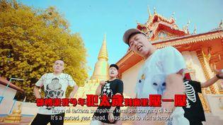 Capture d'écran de la vidéo du rappeur malaisien Namewee. (YOUTUBE / FRANCETV INFO)