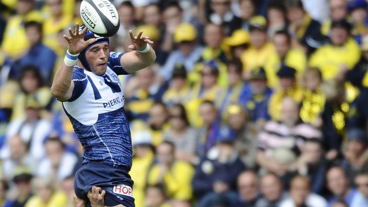 Le Castrais Christophe Samson, pendant la demi-finale du Top 14, le 25 mai 2013, à Nantes. (JEAN-SEBASTIEN EVRARD / AFP)