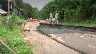 La Martinique est frappée depuis plusieurs jours par de violentes intempéries. Le président du Conseil exécutif a demandé la déclaration de l'état de catastrophe naturelle, jeudi 12 novembre. (France 2)