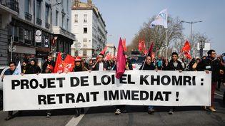 Des manifestants contre la loi Travail à Lyon, le 24 mars 2016. (FRANCK CHAPOLARD / AFP)