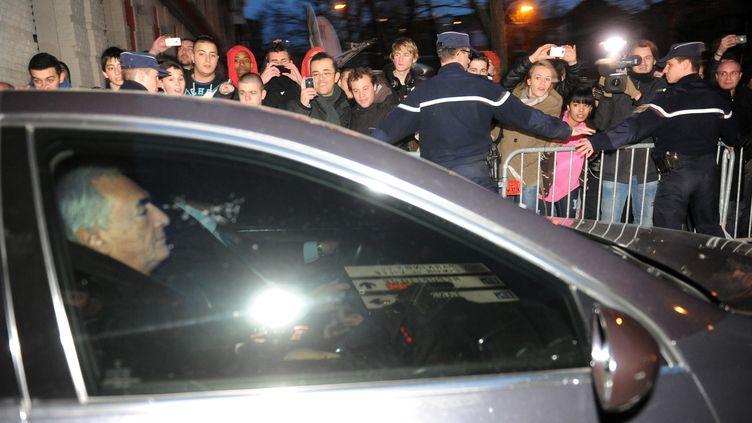 Dominique Strauss-Kahn à la sortie de sa garde à vue à Lille le 22 février 2012. (FRANCOIS LO PRESTI / AFP)