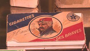 Un paquet de cigarettes ayant appartenu à un poilu lors de la Première guerre mondiale. (FRANCE 3)
