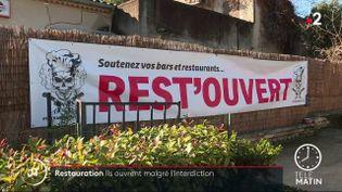 Ils ont décidé de braver l'interdit. Certains restaurateurs vont rouvrir leur terrasse dès lundi 1er février. Les appels à la désobéissance se multiplient. (France 2)
