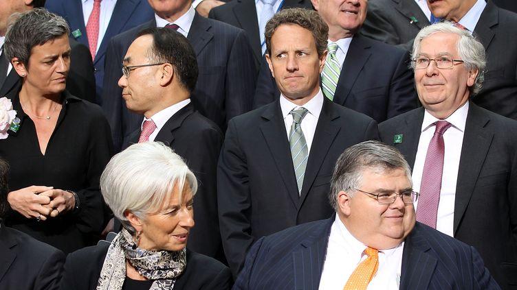 Christine Lagarde, directrice générale du FMI (en bas à gauche), et plusieurs représentants des pays du G20 réunis à Washington vendredi 20 avril. (ALEX WONG / GETTY IMAGES NORTH AMERICA / AFP)