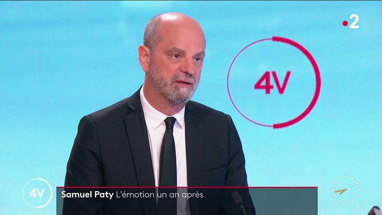 """Le ministre de l'Education nationale, Jean-Michel Blanquer, sur le plateau des """"4 Vérités"""" de France 2, le 16 octobre 2021. (FRANCE 2)"""
