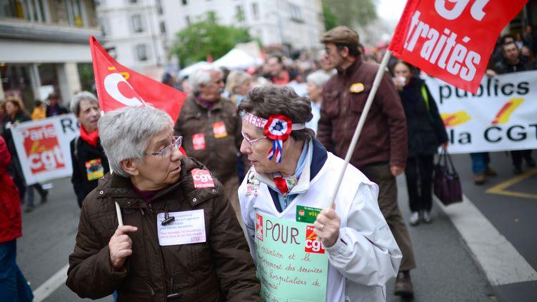 Deux retraitées manifestent à Paris à l'occasion de la fête du Travail, le 1er mai 2013. (MARTIN BUREAU / AFP)