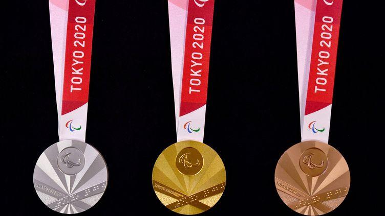 Les médailles des Jeux paralympiques de Tokyo (TAKEHIKO SUZUKI / YOMIURI / AFP)
