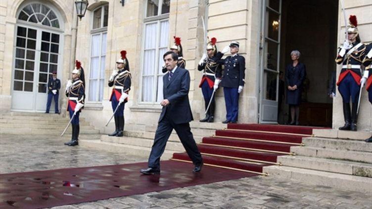 Le Premier ministre François Fillon sort de Matignon, le 01 octobre 2007. (AFP - Joel Saget)