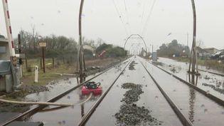 Le passage de la tempête Justine et les fortes pluies associées ont provoqué des inondations dans les Landes, et le trafic TGV reste perturbé dimanche. (CAPTURE ECRAN FRANCE 2)