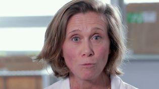 Sophie Crozier, neurologue au sein de l'hôpital Pitié Salpêtrière à Paris, s'est mobilisée mardi 17 décembre pour réclamer l'amélioration des conditions de travail du personnel de l'hôpital public. (france 2)