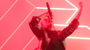Samanta Cotta, la chanteuse d'Hyphen Hyphen a enflammé le public d'Europavox.  (France 3 Culturebox (capture d'écran))