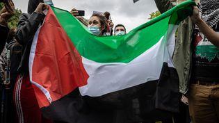 Des soutiens aux Palestiniens manifestent à Paris le 12 mai 2021. (MAXPPP)