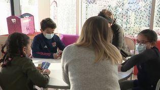 À Tourcoing dans le Nord, plusieurs centres de vacances ont ouvert leurs portes. Une manière d'aider les parents qui travaillent et ne peuvent pas garder leurs enfants. (CAPTURE ECRAN FRANCE 3)
