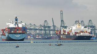 Des porte-conteneurs amarrés au terminal du port à conteneurs de Singapour, le 22 octobre 2021. Photo d'illustration. (ROSLAN RAHMAN / AFP)