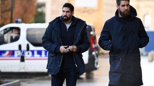 Les frères Karabatic arrivent au tribunal de Montpellier (Hérault), le 24 novembre 2016, pour leur procès en appel sur des paris suspects. (PASCAL GUYOT / AFP)