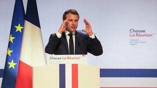 Le président de la République Emmanuel Macron, le 23 octobre 2019, lors d'une visite sur l'île de La Réunion. (RICHARD BOUHET / AFP)