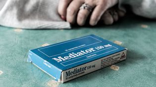 Une boîte de Mediator photographiée le 9 septembre 2019 chez Corinne Hollander, à Saint-Martin-lez-Tatinghem (Pas-de-Calais). (VIOLAINE JAUSSENT / FRANCEINFO)