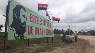 À Cuba, en décembre 2016, la foule est venue acclamer le passage du convoi funéraire de Fidel Castro (RADIO FRANCE / GAËLE JOLY)