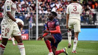 L'attaquant clermontois Mohamed Bayo lors du match contre Monaco, le 26 septembre 2021. (JEFF PACHOUD / AFP)