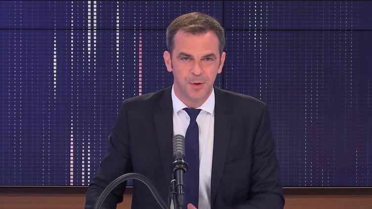 """Olivier Véran, ministre des Solidarités et de la Santé était l'invité du """"8h30 franceinfo"""", mardi 29 juin 2021. (FRANCEINFO / RADIOFRANCE)"""