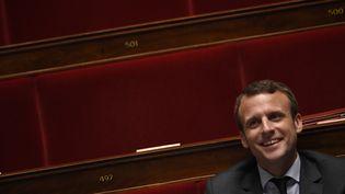 Le ministre de l'Economie, Emmanuel Macron, participe à une séance de questions au gouvernement, le 11 mai 2016, à l'Assemblée nationale. (MARTIN BUREAU / AFP)