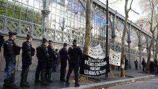 La police a évacué les intermittents qui occupaient leCarreau du Temple  (Alain Jocard / AFP)