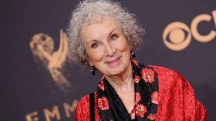 Margaret Atwood à la 69e cérémonie des Emmy Awards, à Los Angeles (Californie, Etats-Unis), le 17 septembre 2017. (JASON LAVERIS / FILMMAGIC / GETTY IMAGES)