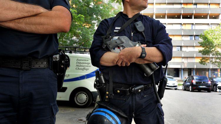 (Au total, 200 policiers sont mobilisés ce lundi matin pour une opération antidrogue à Toulouse  © MaxPPP)