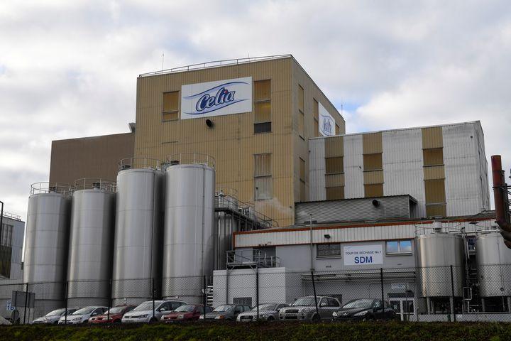 L'une des tours de séchage de l'usine de Craon en Mayenne. (DAMIEN MEYER / AFP)