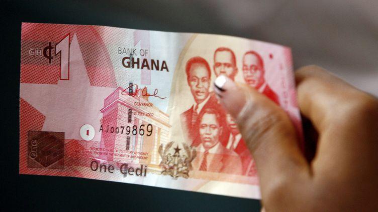 Billet d'un cedi, la monnaie ghanéenne. Le Ghana pourrait abandonner le cedi fin 2020 pour adopter l'Eco, la future monnaie commune aux pays de l'Afrique de l'Ouest. (ISSOUF SANOGO / AFP)