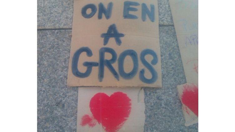 Un panneau au camp des indignés de la Défense (Hauts-de-Seine), le 14 novembre 2011. (LOUIS SAN / FRANCE TELEVISIONS)