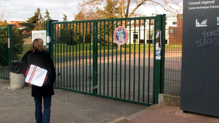 L'entrée du lycéeEdouard-Branly, à Créteil, Val-de-Marne. (SAMANTHA GAUDFRIN / MAXPPP)