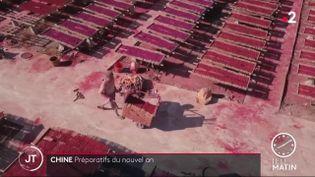 L'encens est produit par millions de bâtonnets àQuanzhou (Chine). (France 2)