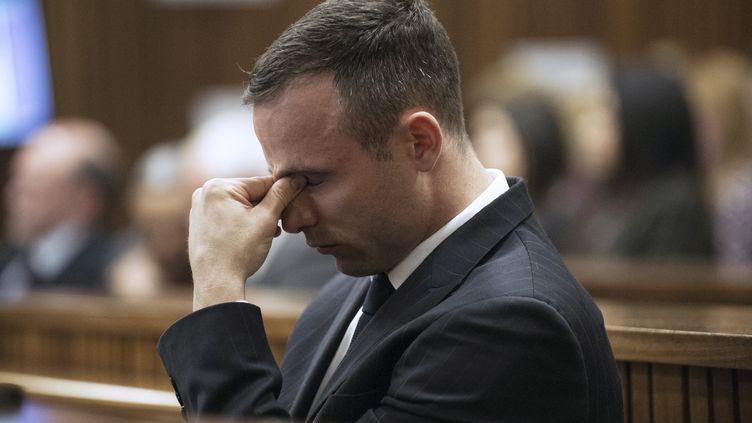 Le coureur paralympique Oscar Pistorius lors de son procès le 15 avril 2014 en Afrique du Sud pour le meurtre de sa compagne. (GIANLUIGI GUERCIA / POOL / AFP)