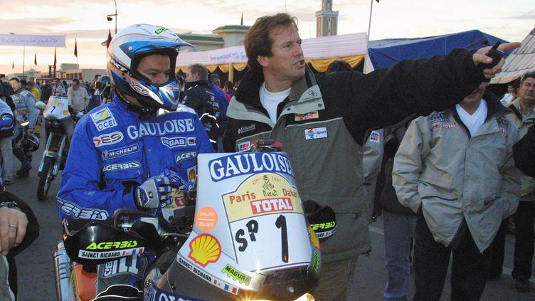 Hubert Auriol en tant que directeur du Dakar lors de l'édition 2000. (PATRICK HERTZOG / AFP)