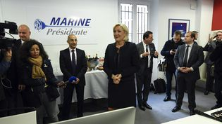 La présidente du Front national, Marine Le Pen, le 16 novembre 2016, lors del'inauguration de son quartier général pour la campagne présidentielle, à Paris. (ALAIN JOCARD / AFP)