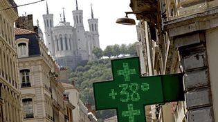 Le thermomètre d'une pharmacie à Lyon (Rhône), le 21 juin 2017. (MAXPPP)