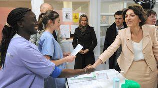 Marisol Touraine visite le centre hospitalier de Saint-Denis (Seine-Saint-Denis),le 17 mai 2012. (MEHDI FEDOUACH / AFP)