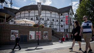 Le Globe theatre dans le centre de Londres, reproduction à l'identique du théâtre de Shakespeare (XVIIe siècle). (TOLGA AKMEN / AFP)