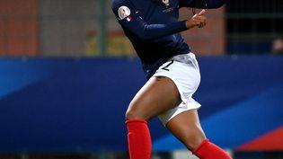 Marie-Antoinette Katoto (ici face à la Macédoine du Nord, le 23 octobre 2020) est l'un des visages de la nouvelle génération de l'équipe de France. (FRANCK FIFE / AFP)