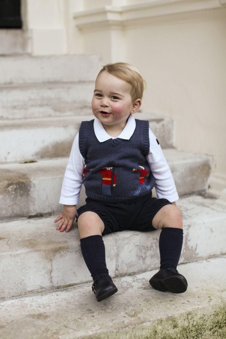 Le prince George, fils de Kate et William, en novembre 2014, dans la cour de Kensington Palace, à Londres. ( AFP )