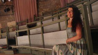 Anthéa Sogno dans l'une des deux salles de La Condition des soies à Avignon, le 6 juillet.  (Lorenzo Ciavarini Azzi/Culturebox)