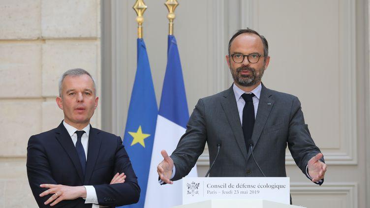 Le ministre de la Transition écologique et solidaire, François de Rugy (gauche), et le Premier ministre Edouard Philippe, à l'Elysée, à Paris, le 23 mai 2019. (LUDOVIC MARIN / AFP)