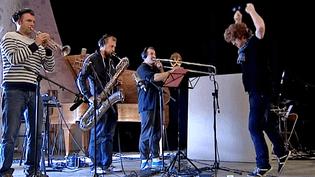 Le compositeurJean-Christophe Onno et ses musiciens enregistrent la bande oroginale du court métrage de Brahim Fritah à la Chaise-Dieu  (France 3 / Culturebox)