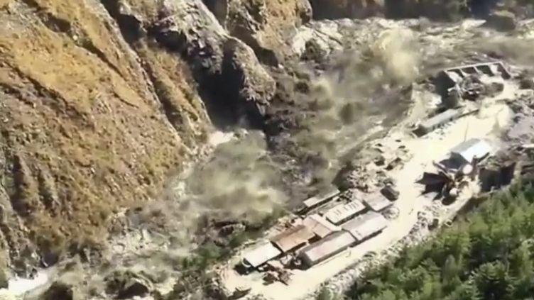 Inde : la rupture d'un glacier de l'Himalaya provoque une crue impressionnante. (FRANCE 2)