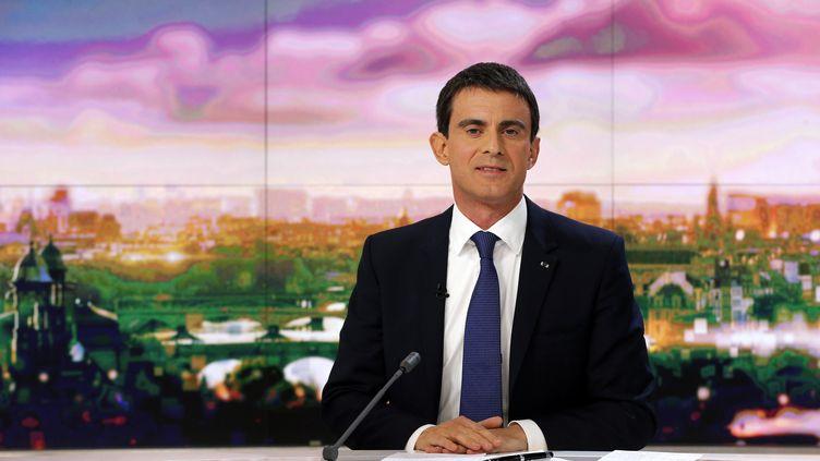 Le Premier ministre, Manuel Valls, le 7 décembre 2014 sur le plateau du JT de France 2. (FRANCOIS GUILLOT / AFP)