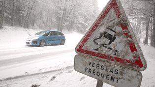 Près de Montbéliard (Doubs) sous la neige, le 17 décembre 2012. (  MAXPPP)