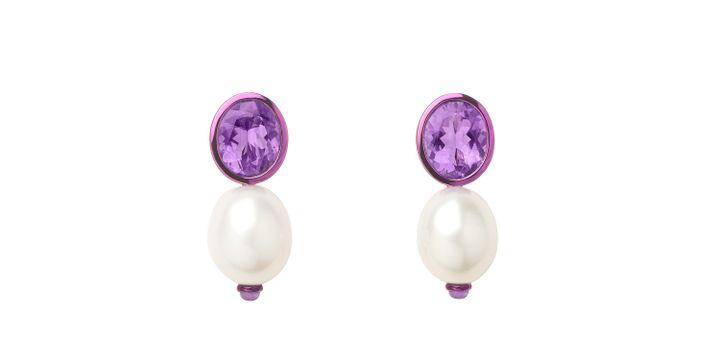 Boucles d'oreilles perles et améthyste de Poiray  (Courtesy of Poiray)
