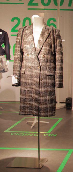 Grand magasin : manteau croisé Prince-de-Galles, signé Ami  (Olivier Brauman)